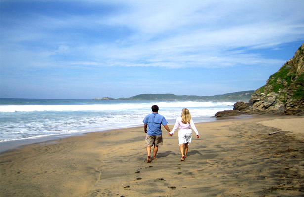 beach-oaxaca-couple copiar