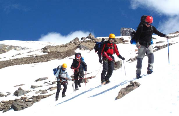 climbing-mountain-active-adventure