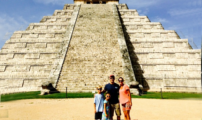 family-chichen-itza