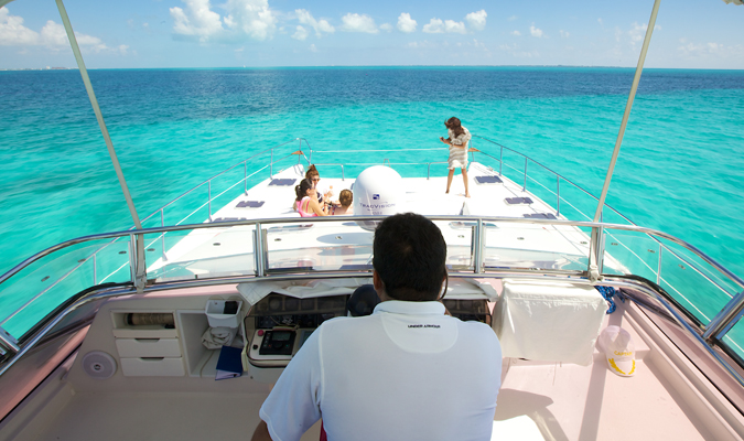 Private yacht in Riviera Maya and Cancun to Isla Mujeres
