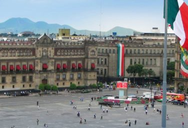 the Zocalo, a major stop of many Mexico City sightseeing tours